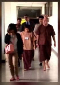 Johan_en_zijn_vrouw_in_Bangkok_Remand_Prison_foto_Omroep_Brabant